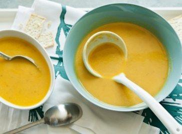Whole Foods Butternut Squash Soup | via Humming The Snail | Live. Laugh. Eat!